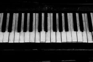 Klavier Tasten schwarz-weiss