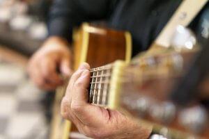 Gitarre Nahaufnahme mit Händen